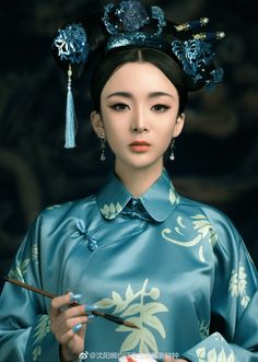 微博 Traditional Fashion, Traditional Art, Traditional Outfits, Chinese Kimono, Asian Tattoos, Art Costume, China Girl, Chinese Clothing, Hanfu