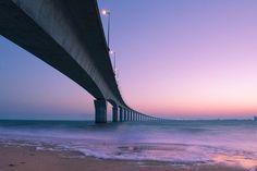Le pont de l'Île de Ré, au-dessus de la mer (France)