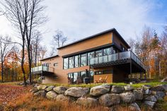 Open-concept main floor of an energy efficient steel structure home by BONE Structure® - CAANdesign Building Exterior, Building Design, Building A House, Quebec, Modern Contemporary Homes, Small Buildings, Steel House, Steel Structure, Prefab Homes