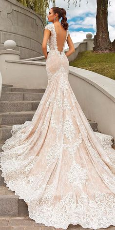 30 Brilliant Crystal Design Wedding Dresses Have you ever seen the most magnificent gowns? You might to see them here - the gorgeous Crystal Design wedding dresses. Your dream wedding gown awaits! Pink Wedding Dresses, Designer Wedding Dresses, Bridal Dresses, Crystal Wedding Dresses, Wedding Frocks, Rose Gold Wedding Dress, Luxury Wedding Dress, Party Dresses, Wedding Dress Trumpet