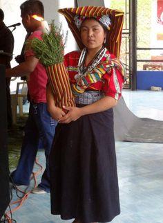 Guatemalan Art, Guatemala City, Tikal, Folk Costume, People Of The World, Colourful Outfits, Latina, Beautiful People, Dress Up