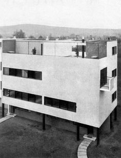 Houses in the New House Estate, Miroslav Putna (left) and Hugo Foltýn (right), Brno, Czechoslovakia 1928 Arch House, Facade House, Amazing Architecture, Modern Architecture, Modern House Facades, Bauhaus Style, Art Deco, Detached House, Semi Detached