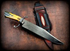 Hello Friends, this weekend the knife show was in Buenos Aires. This Bowie was exposed at my table, Blade / Overall Damascus turkish Cool Knives, Knives And Tools, Knives And Swords, Bushcraft, Knife Patterns, Lethal Weapon, Damascus Knife, Knife Sheath, Fixed Blade Knife