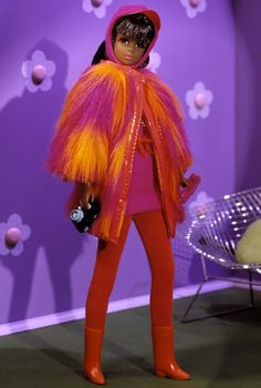 My brunette Francie had this outfit. Orange and Magenta together still remind me of this coat.