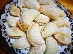 Diós párnácskák, ennek a receptnek nagy sikere van, mert nincs vele sok munka, de nagyon finom! - Egyszerű Gyors Receptek Biscotti Cookies, Cake Cookies, Cake Recipes, Snack Recipes, Snacks, Torte Cake, Bread And Pastries, Cookie Desserts, Pretzel Bites