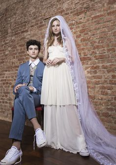 À moda antiga - Notícia - Dia-a-Dia Revista Bridesmaid Dresses, Wedding Dresses, Ideias Fashion, Editorial, Victorian Dresses, Old Fashion, Fashion Editorials, Bridesmade Dresses, Bride Dresses