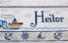 Toalha lavabo bordada em Ponto Cruz - Navio Marinheiro no Elo7 | Rafa - Artes & Mimos (A76E22) Crochet Baby, Cross Stitch, Kids Rugs, Portal, Disney, Google, Baby Cross Stitch Patterns, Baby Washcloth, Types Of Embroidery