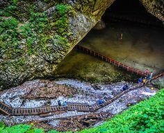 Pestera Ghetarul de la Scarisoara este un loc care trebuie vazut de toti cei care sunt turisti in zona Arieseni.