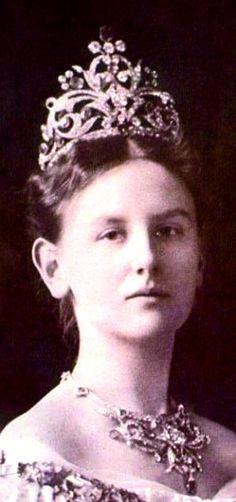 Queen Wilhelmina wearing the Wedding Gift Tiara and Necklace, The Netherlands, (1901; sapphires, diamonds).