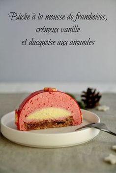 Bûche de Noël à la mousse de framboises, crémeux vanille et dacquoise aux amandes