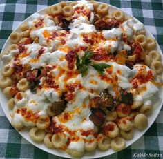 Bulgur Meatballs with Yogurt and Vegetables – Shellfish Recipes Turkish Recipes, Ethnic Recipes, Bulgur Salad, Shellfish Recipes, Food Words, Iftar, Food For Thought, Healthy Dinner Recipes, Vegetable Pizza