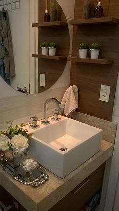 Banheiro e tem espelho redondo ;)