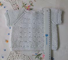 JERSEY DE PRIMERA POSTURA DE HILO BLANCO Material Hilo de algodón nº 8 color blanco puesto doble. Agujas de punto del nº 2,5 ... Baby Knitting, Crochet Baby, Knit Crochet, Tricot Baby, Crochet Slippers, Baby Cardigan, Toddler Outfits, Cable Knit, Crochet Projects