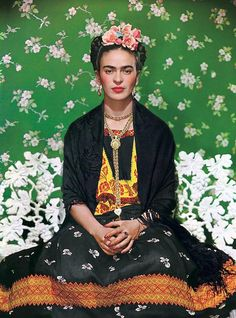 Just Vogue : Frida Kahlo Nearly 60 years after her death, artist Frida Kahlo graced the cover of Vogue. Vogue Mexico used photographer Nickolas Muray 's iconic 1939 portrait of Kahlo taken in New York for a November 2012 supplement cover to coincide. Frida E Diego, Frida Kahlo Diego Rivera, Old Posters, Tomie Ohtake, Nickolas Muray, Selma Hayek, Foto Portrait, Mexican Artists, The V&a