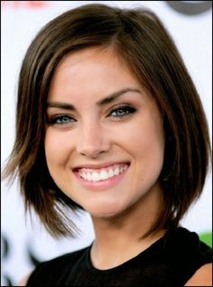 Jessica Stroup was born in Anderson, South Carolina. Jessica Stroup's hard work paid off and she. Medium Short Hair, Medium Hair Cuts, Short Hair Cuts, Medium Hair Styles, Long Hair Styles, Haircuts For Fine Hair, Hairstyles For Round Faces, Bob Hairstyles, Bob Haircuts
