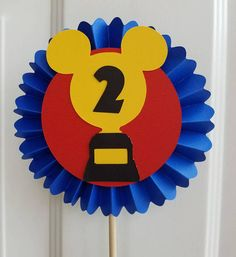 Mickey and the Roadster Racers, Mickey Roadster Racers Centerpieces, Roadster Racers Birthday, Roadster Racers Centerpiece, Mickey Mouse 8th Birthday, Birthday Parties, Table Labels, Disney Classroom, Race Car Party, Mickey Party, Baby Time, Centerpieces, Cake Table