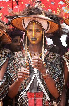 Africa | Wodaabe man.  Gerewol festival, Niger | ©Una Banda De Dos