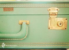 Minty green vintage suitcase, I love you. Vintage Suitcases, Vintage Luggage, Mint Gold, Mint Green, Vintage Love, Vintage Green, Turquoise, Aqua, Pack Your Bags