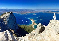 Vetta dell'isola di Tavolara, Punta Cannone.  Vista mozzafiato sull'isola e sul golfo di Olbia.  #Sardegna    #Olbia    #Tavolara   #Autonoleggio