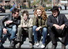 Jonathan Rhys Meyers, Freddie Highmore Keri Russell & Robin Williams - Cast of August Rush (2007)