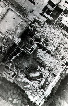 Chernobyl plant after explosion – the roof Tschornobyl-Anlage nach Explosion – das Dach Chernobyl 1986, Chernobyl Disaster, Chernobyl Nuclear Power Plant, Nuclear Energy, Fukushima, Chernobyl Reactor, Nuclear Reactor, Nuclear Apocalypse, Historia Universal