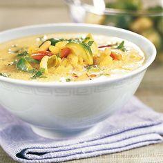 Diese Suppe macht schön satt! Wer sich Arbeit sparen will, kann auch Rosenkohlröschen aus der Tiefkühltruhe verwenden. Die müssen ein bisschen länger...