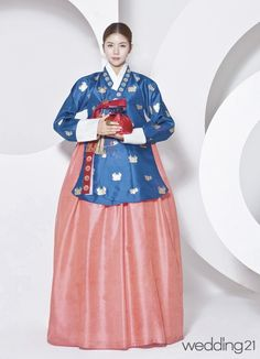 Korean Traditional Dress, Traditional Fashion, Traditional Dresses, Korean Street Fashion, Asian Fashion, Korea Dress, Modern Hanbok, Oriental Fashion, Korean Outfits