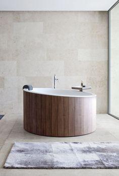 Round walnut #bathtub DRESSAGE by Graff Europe West | #design Studio Brianzolo Nespoli e Novara @grafffaucets