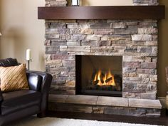 10 Flawless Ideas Of Stone Veneer Fireplace To Decorate Your Living Room - Interior Design Inspirations Farm House Living Room, Fireplace Redo, Chimney Decor, Stone Veneer Fireplace, Living Room Interior, Master Bedroom Renovation, Interior Design Living Room, Fireplace, Diy Fireplace