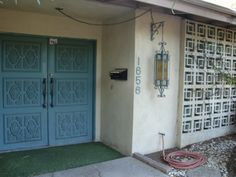 Mid century door /  love the wall! Like the wall I took a pic in front of in Reno.