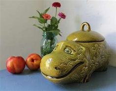 Vintage Elephant Cookie Jar | Flickr - Photo Sharing!   I used to have this cookie jar.
