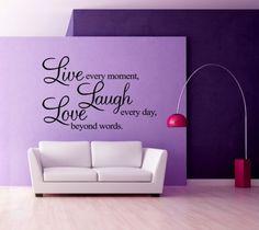 Live every moment Laugh every day Love beyond words Veggordet måler 55 x84 cm Tilgjengelig i sort