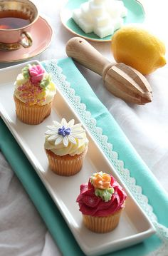 pretty cupcakes...man am I craving these things...:-P