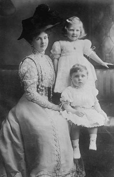 Princess Alice, Countess of Athlone, with her two eldest children, Princess May and Prince Rupert, later Viscount Trematon.