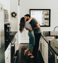 engagement photo shoot at home that'll to melt your heart Engagement session in the kitchen - Adorable engagement photo shoot at home Photo Couple, Love Couple, Couple Shoot, Engagement Pictures, Engagement Session, Engagements, Couple Photography, Photography Poses, Engagement Photography