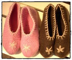 Tova tøfler i Cortina - se kommentarfelt for ulike erfaringer med størrelsen Slipper Socks, Slippers, Felt Hearts, Baby Shoes, Knitting, Crochet, Inspiration, Fashion, Biblical Inspiration