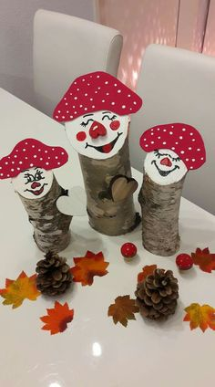 Christmas Holidays, Christmas Wreaths, Christmas Ornaments, Wood Log Crafts, Tree Lily, Preschool Crafts, Diy Crafts, Chocolate Flowers Bouquet, Christmas Garden Decorations