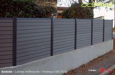 Pose de clôture bois composite gris anthracite avec poteau alu à ...