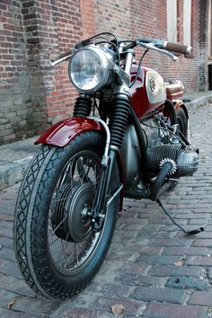 BMW Classic Cafe- Cafe racers, scramblers, street trackers, vintage bikes and much more. The best garage for special motorcycles and cafe racers. Motorcycle Types, Motorcycle Art, Classic Motorcycle, Vintage Cafe, Vintage Bikes, Bmw Motorcycles, Vintage Motorcycles, Custom Motorcycles, Custom Bikes