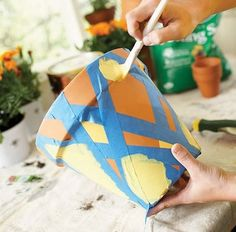 DIY Art Project: Painting terra-cotta flower pot, can use it for mason jars aswell Flower Pot Crafts, Clay Pot Crafts, Fun Crafts, Painted Plant Pots, Painted Flower Pots, Terracotta Flower Pots, Art Diy, Diy Art Projects, Garden Crafts