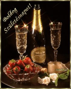 CHAMPAGNE And STRAWBERRIES ♚★Enchanted Evening♚★ ( before dropping a Strawberry in your glass, poke several small holes in it. By the time you've finished your drink, the Strawberry has soaked up the Champagne and TASTES AMAZING! Champagne Moet, Champagne Glasses, Strawberry Champagne, New Years Eve Party, Happy New Year, I'm Happy, Wines, Party Time, Alcohol