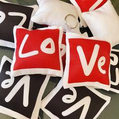 Só love, só love, só love, só love 🎤 Ainda não encomendou o presente do dia dos namorados? Estamos esperando o seu pedido! . . . . . . .… My Room, Dyi, Cricut, Pillows, Blog, Instagram, Ideas, Surprise Boyfriend, Boyfriend Gift Ideas