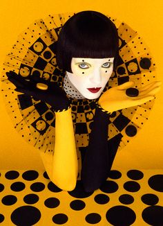 Serge Lutens, 1942 ~ Stilista e fotografo Street Style Photography, Art Photography, Fashion Photography, Artistic Photography, Mellow Yellow, Black N Yellow, Black And White, Color Yellow, Color Black