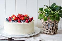 Cup and Cakes: 17. Mai kake med Créme Fraiche og friske bær