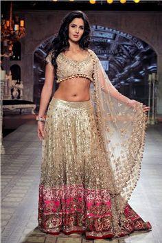 THE DELHI FASHION BLOGGER: Delhi Couture week 2012 - The Delhi Fashion blogger's take