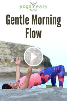 Gerade aufgewacht und du willst kurz auf die Matte? Genau dafür hat Nicole diesen Morningflow für dich zusammengestellt. Beginne sanft in Rückenlage und arbeite dich langsam voran, sodass du am Ende die Praxis im Stehen beendest. Starte energiegeladen in den Tag. Du wirst dich gleich viel wacher fühlen und bereit für den Tag sein. Routine, Yoga Video, Positive Energie, Fitness, Videos, Sports, Angel, Stretching, Fatty Acid Metabolism
