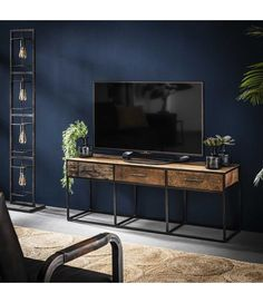 TV bord i genbrugstræ og sort patineret metal Industrial Tv Stand, Navy Walls, Tv Cabinets, Home Living Room, Home Decor Accessories, Wall Colors, Future House, Entryway Tables, Console