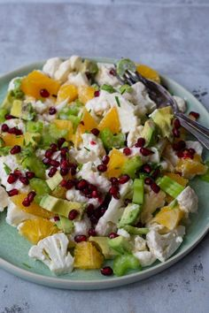 Jubii Webmail :: 20 Food & Drink Posts You Must Read Today Salad Menu, Salad Dishes, Easy Salad Recipes, Easy Salads, Healthy Recipes, Lunch Snacks, Crab Stuffed Avocado, Waldorf Salat, Cottage Cheese Salad