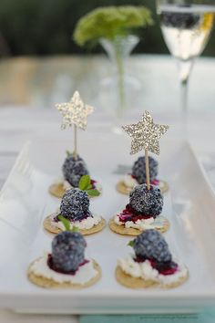 Blackberry Goat Cheese Crackers should be at your NYE party. Add glitz to this simple hors d'oeuvres by sugarcoating the fresh blackberry toppers.: