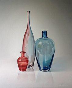 Coren Geus, Drie glazen vazen, blauw-rood, Olieverf op doek, 60x50cm.